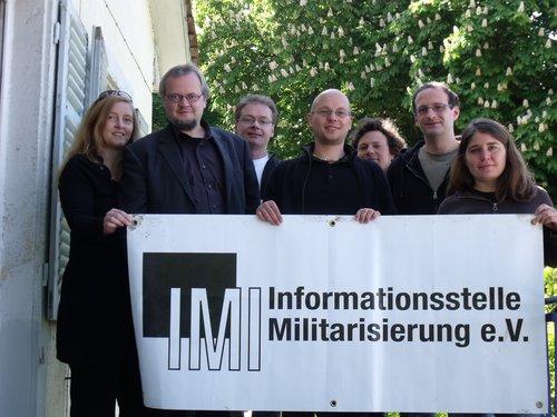 Von links: Claudia Haydt, Tobias Pflüger, Andreas Seifert, Michael Haid, Christoph Marischka, Jürgen Wagner, Jonna Schürkes